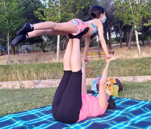 Yoga y acroyoga familiar